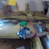 l'enceinte démontée prête a être installée dans l'avion